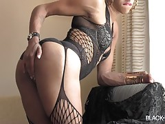 For this brand new episode of our `Cumshot Thursday` series Omar Wax brings back sexy Mariah Island! Discovered by Omar, this sexy Texan doll made her debut in early 2015... After a while, she returns looking sexy in her black lingerie and ready to show u